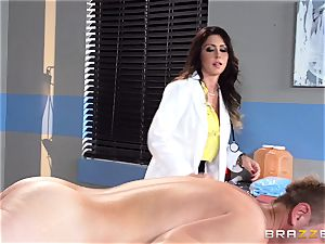 saucy doc Jessica Jaymes eases her pulsating patient