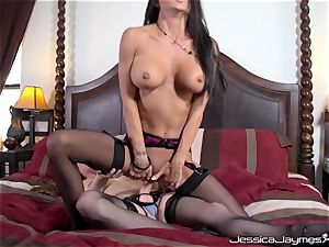 Jessica Jaymes and Allison Moore cootchie pummeling with rope on