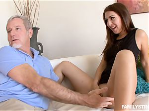 Ariana Grand gets a facial cumshot from her step-dad