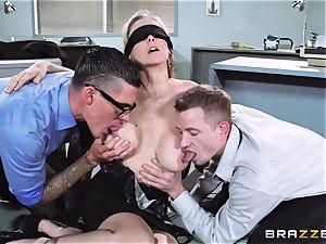 spectacular chief Julia Ann gets a dual creaming