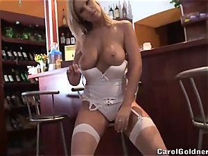 Carol Goldnerova bartender