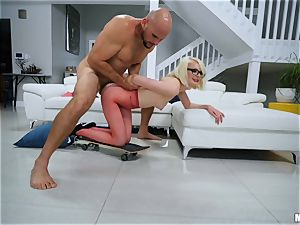JMac picks up Alice pink for a pounding