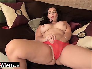 USAWives mature nymph Dylan milking alone