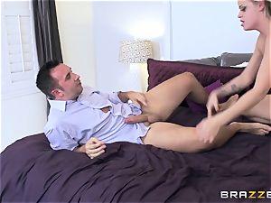 Jessa Rhodes gets a servicing from her boyfriends dad
