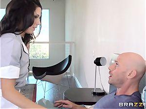 super-naughty maid Alexa Thomas drills a motel customer