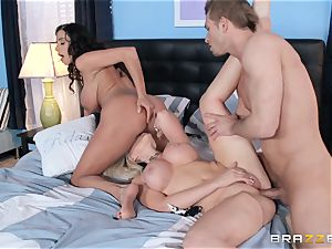 Ariella Ferrera and Alena Croft share man-meat together