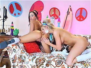 60s lesbos Jessa Rhodes and Abigail Mac